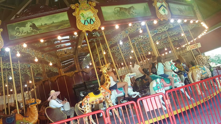 Port Dalhousie historic 5 cent carousel