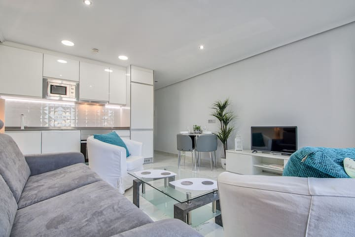 Immaculate apartment in High St