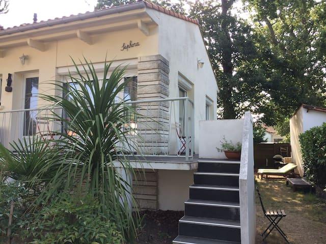 Maison avec jardin ombragé, quartier Pontaillac