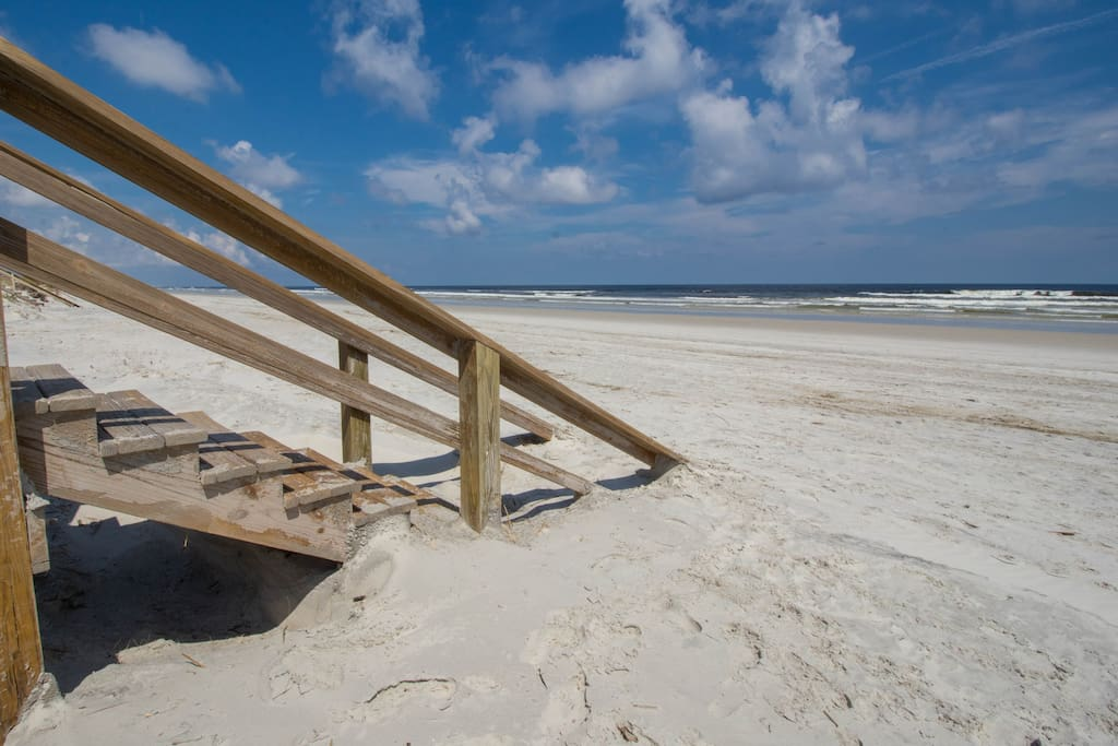 White sand on Crescent Beach