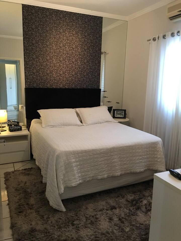 Casa aconchegante em Araras, 2 quartos e closet.