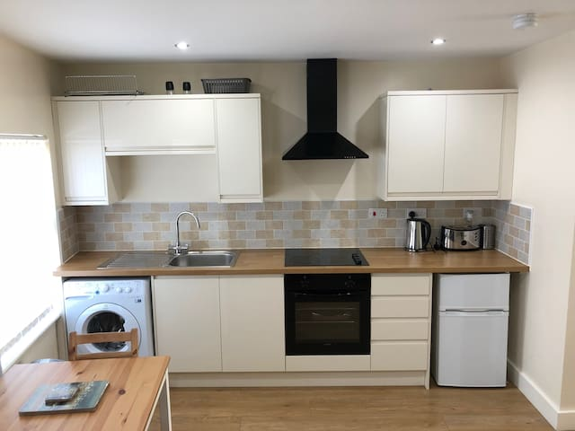 One of the great features of the apartment is it has all the basic appliances to make someone feel at home such as a washing machine, fridge freezer, oven and hob.