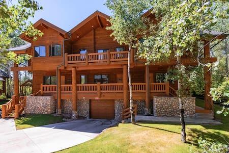 Summer Discount! Luxury Log Cabin Getaway