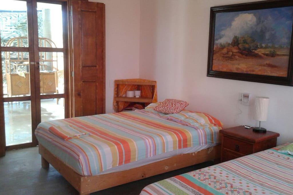 Puertas y ventanas con mosquitero y ventilador de techo en todas las habitaciones