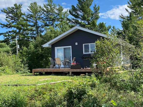 Rustic cabin on the beautiful upper French River.
