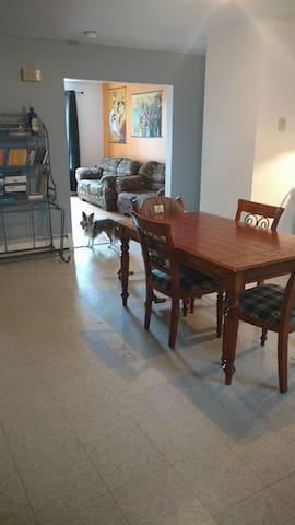 Belle chambre dans un grand logement - Saguenay - Wohnung