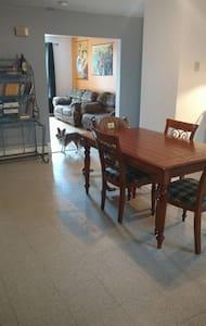 Belle chambre dans un grand logement - Saguenay - Apartamento