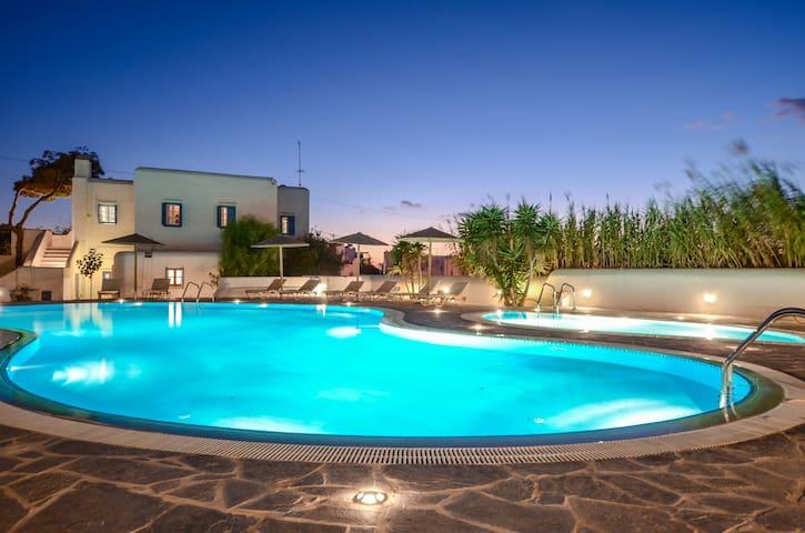 Exclusive Villa with private Jacuzzi   Agia Anna