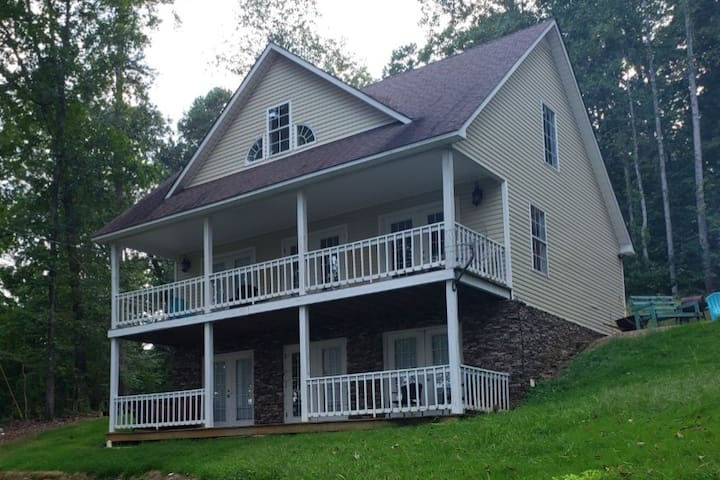 Pickwick Hills Lakeview Retreat