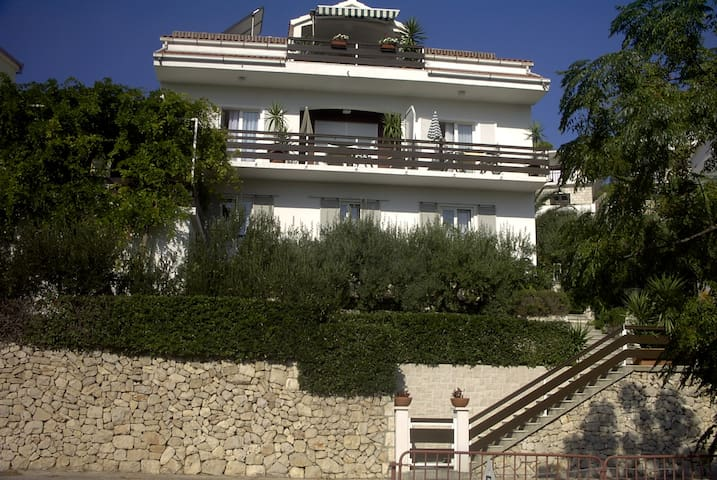 House Antoana  Hvar ;spacious apartment 2+1