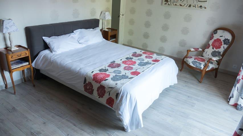 "Room ""Bayeux"" - Trévières - Bed & Breakfast"