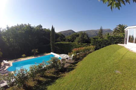 Villa avec piscine et sauna