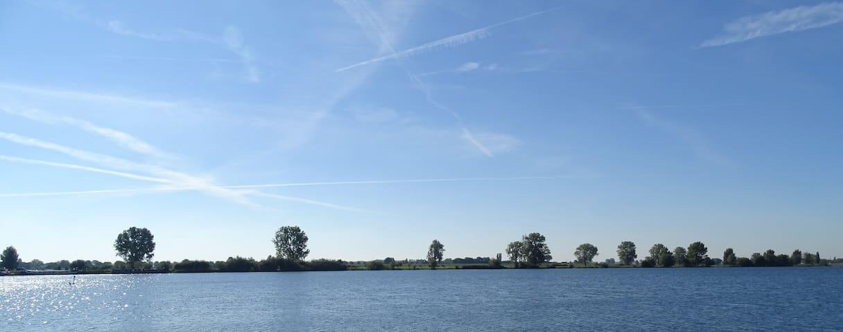 KOEPELTENT | heerlijk kamperen aan het water - Alphen - เต็นท์