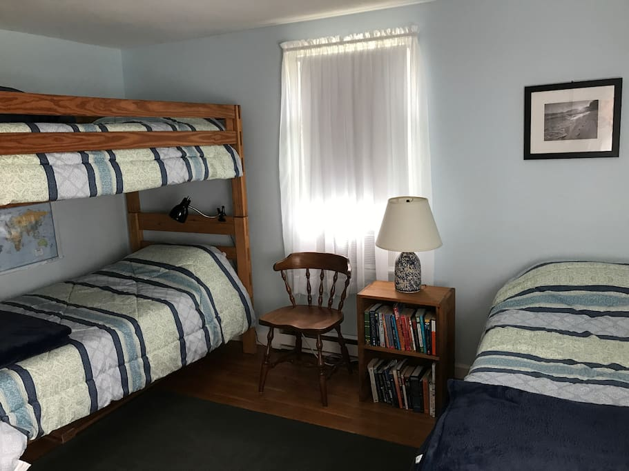 Bedroom 2: bunk beds and twin