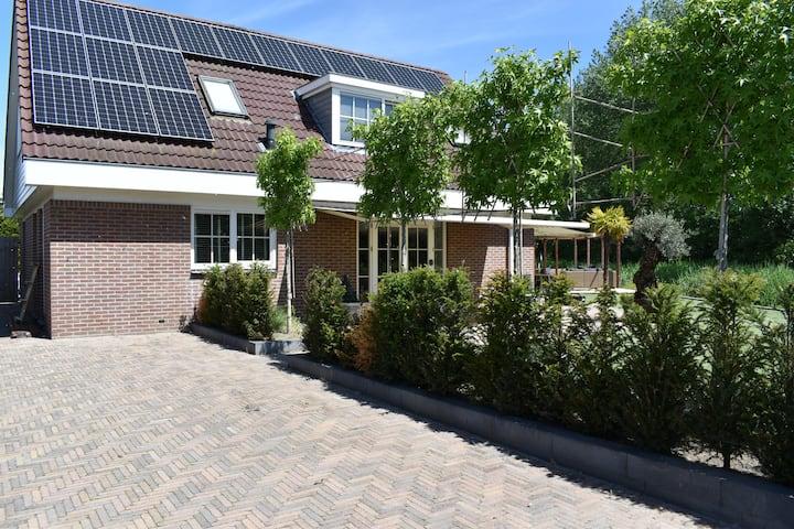 Villa Bosrijk, luxe villa aan de bosrand.