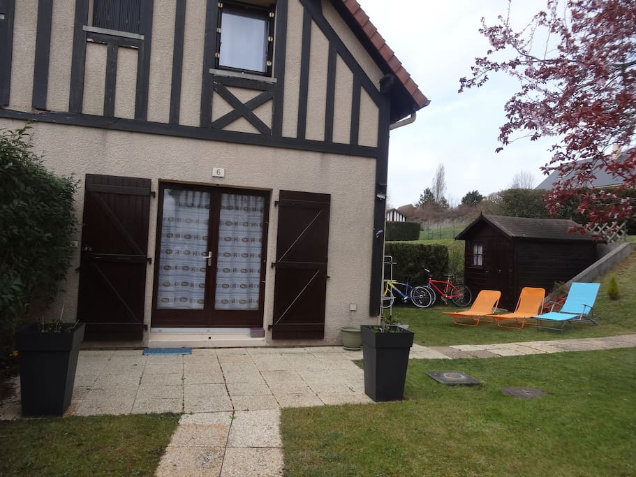 "Cottage vu du jardin ""du bas"""