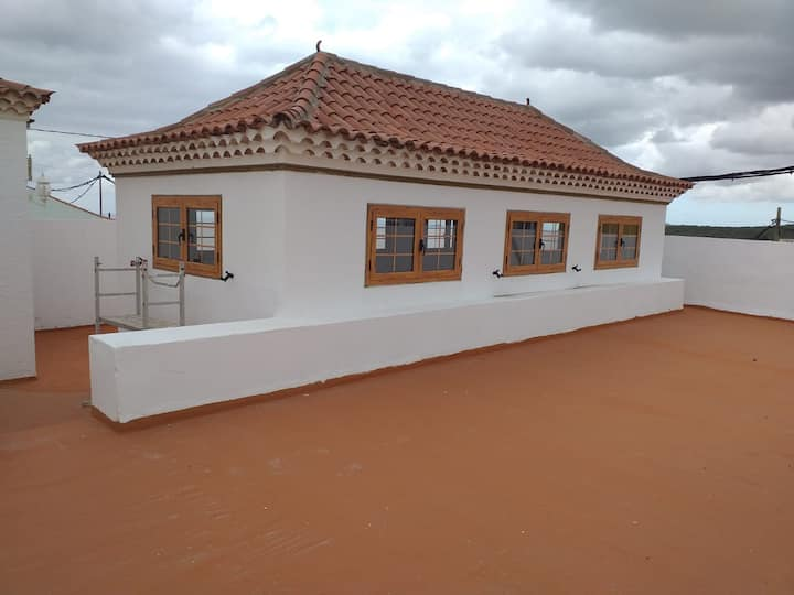"Charming Country Home ""El Huerto"" with Sea View, Mountain View, Roof Terrace & Garden; Garage Available"