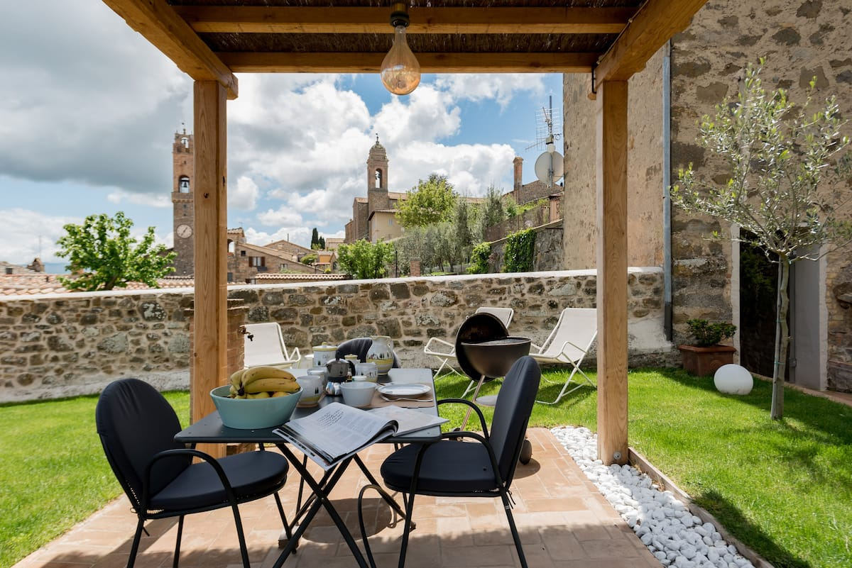 Montalcino Townhouse with Private Panoramic Garden & Spa