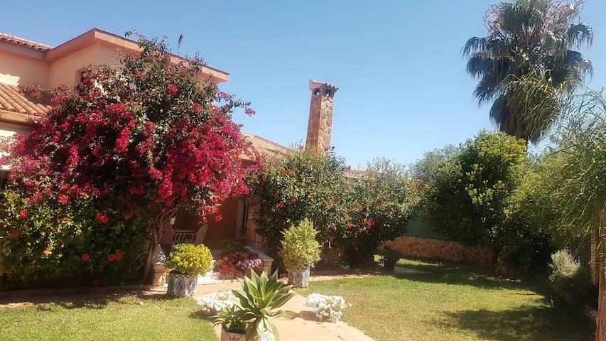 Chalet gran piscina, 9 pax, 15 min centro Valencia