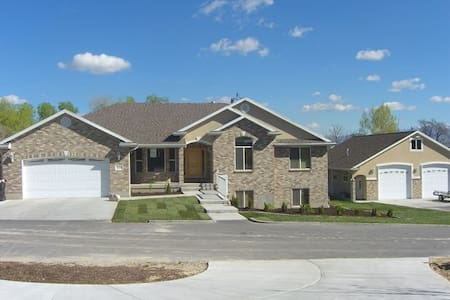 Family-Friendly Private Relaxing Home (SLC Valley) - Casa