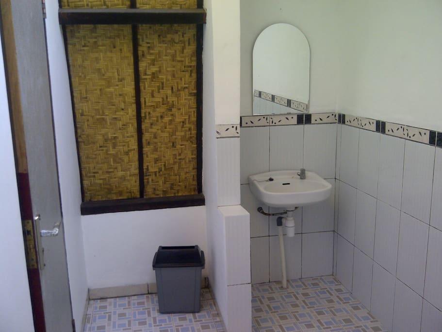 Bathroom (standard ac)