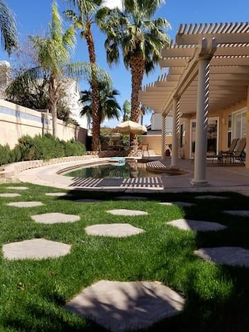 Desert Pool Home! 3bedroom/2bath