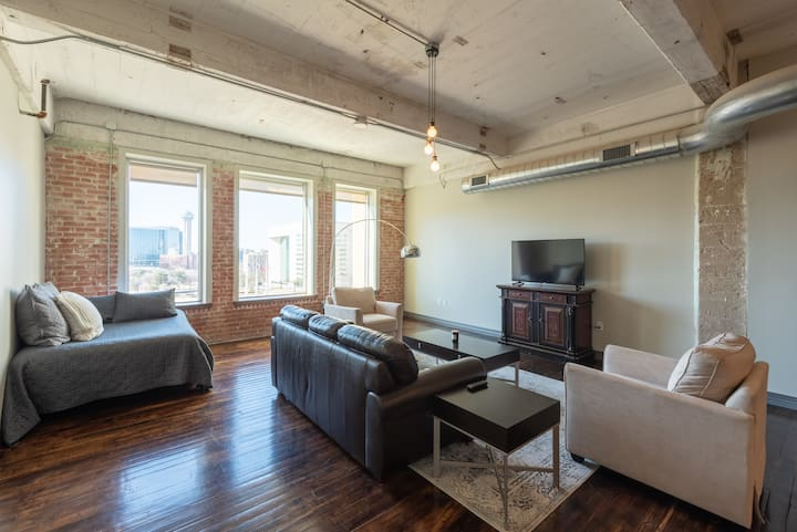 Industrial Loft In Downtown Historic Building