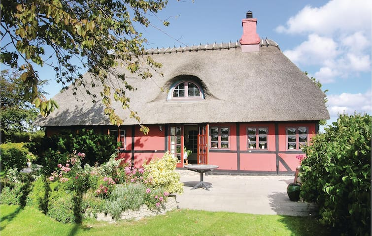 Former farm house with 2 bedrooms on 96 m²
