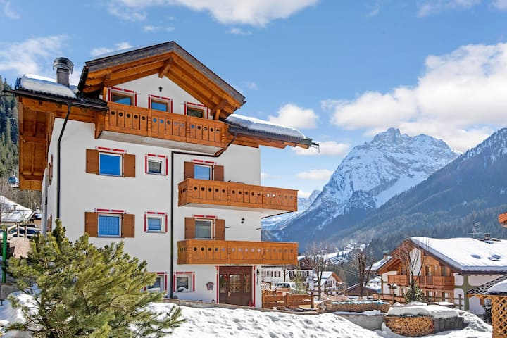 """Cosy Apartment """"Cèsa Riz"""" (CIPAT number: 022039-AT-066316) with Wi-Fi, Balcony and Mountain View; Parking Available"""