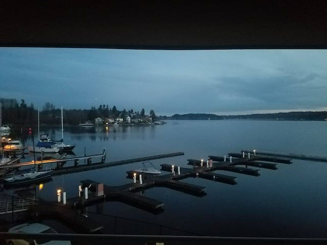 Zen Waterfront Condo, Near Airport New and clean - Seattle - Apto. en complejo residencial