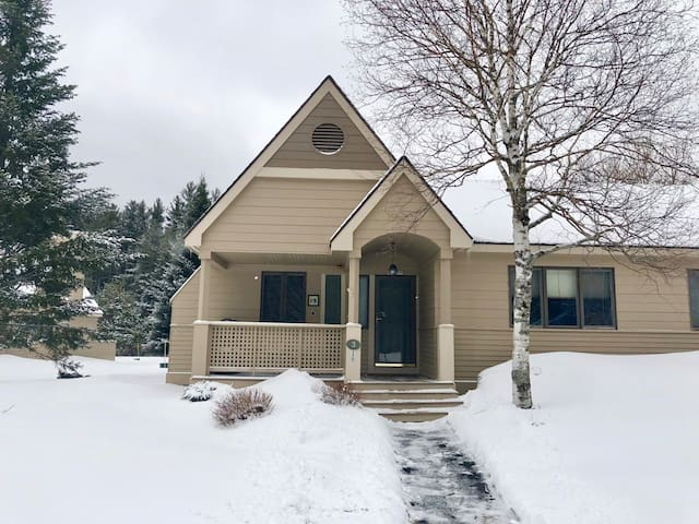 FV3: Air Conditioned and beautifully appointed Fairway Village Townhome just a short walk to the Mount Washington Hotel! In the heart of Bretton Woods and the White Mountains, with shuttle to skiing and minutes from Santa's Village, Cog Rail, etc