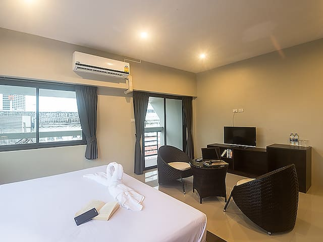 Deluxe double bed with City View