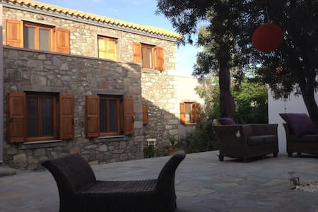 Renovated stone house - Eresos - Hus