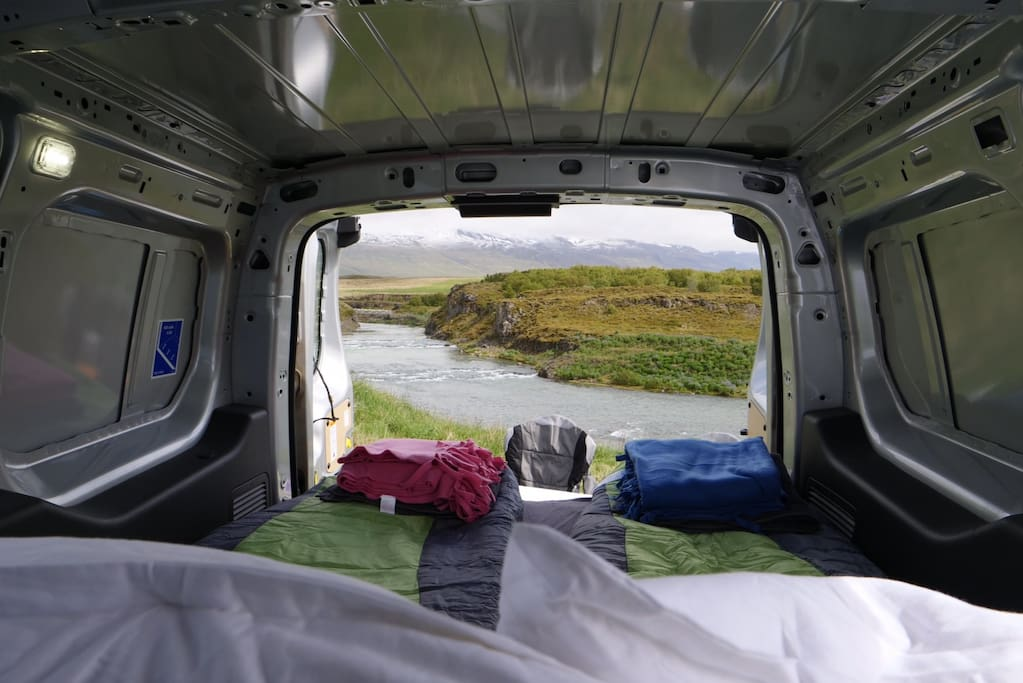 campervan in the icelandic capital with heater camping cars caravanes louer reykjavik islande. Black Bedroom Furniture Sets. Home Design Ideas