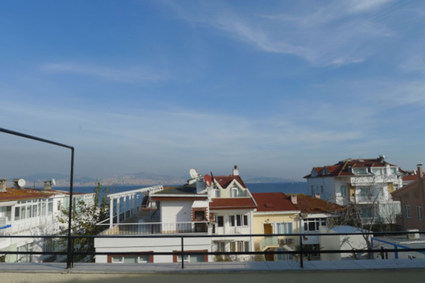 Open panoramic sea and Istanbul view, without tedious uphill climbing. 1 min walk to shopping and transportation