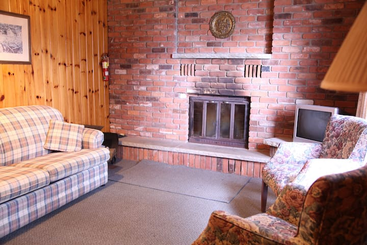 Mapleview #4 - Tally Ho Inn - Cabins for Rent in Huntsville, Ontario ...