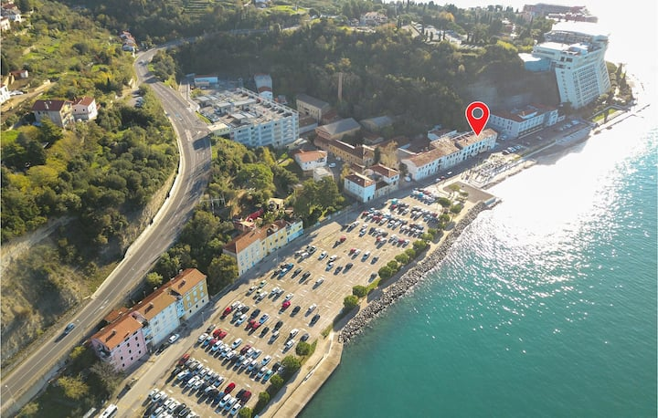 Stunning home in Piran with 2 Bedrooms