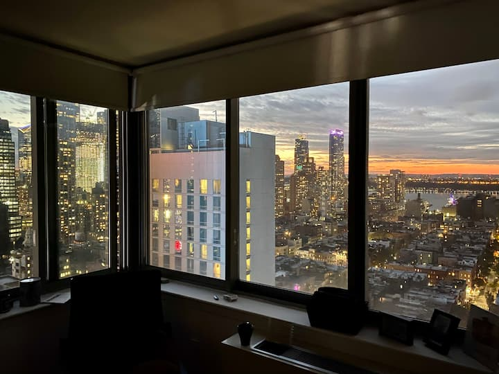Big room with rooftop  views next to Times Square