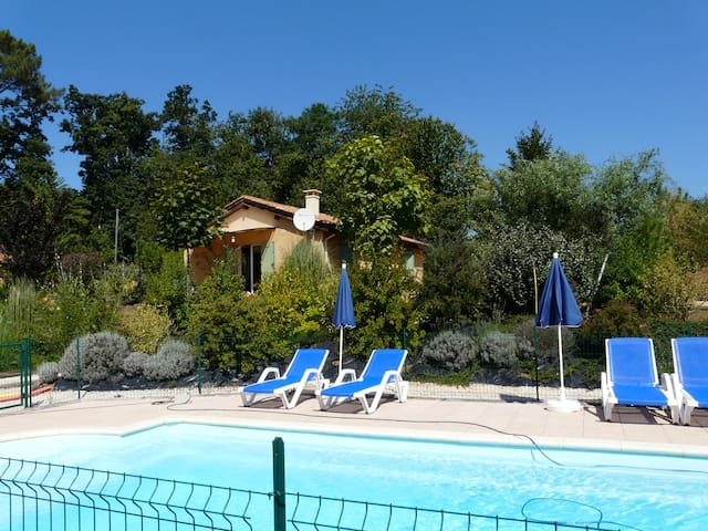 cottage EMERAUDE heated pool, 5 pers., free wifi