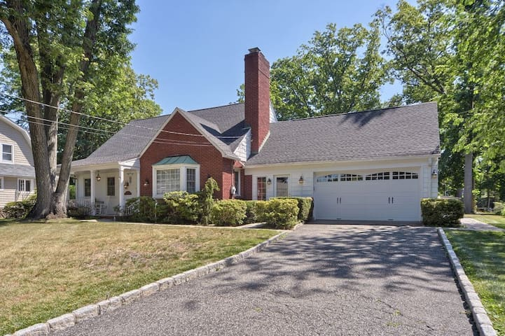 Large home in heart of downtown Glen Rock - Glen Rock - Huis