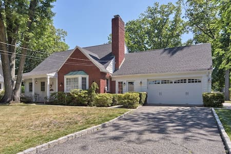 Large home in heart of downtown Glen Rock - Glen Rock - Ház