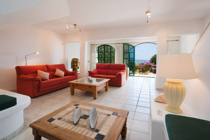 House by the beach, really! - Costa Teguise - Casa