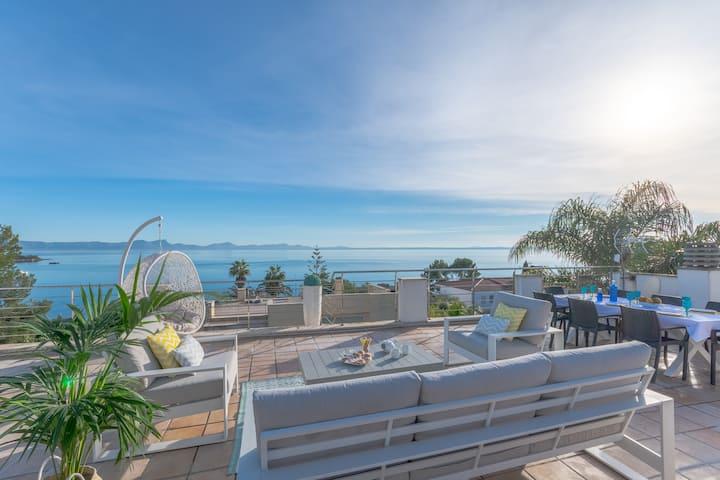 Villa Alcanada Lighthouse: Modern villa & sea view