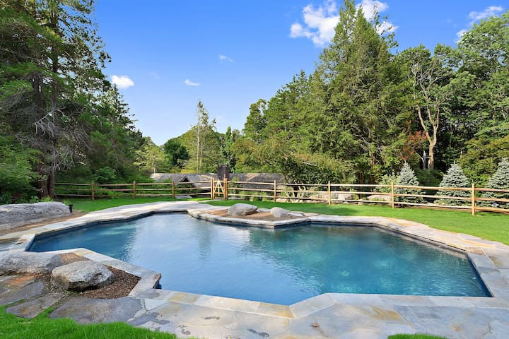Charm, character, NEW HOT TUB and a heated pool