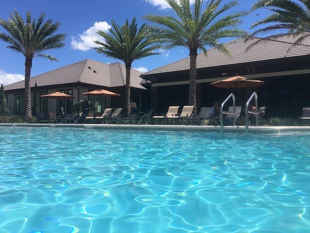 Brand new pool&lake view lux apt