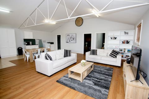 The Wool Shed - Farm Stay