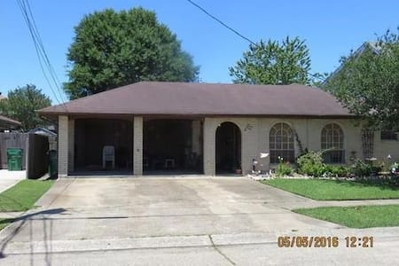 Private room in the heart of Metairie - Metairie - Rumah