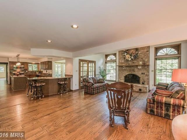 Large home in the Country - Sykesville - Dom