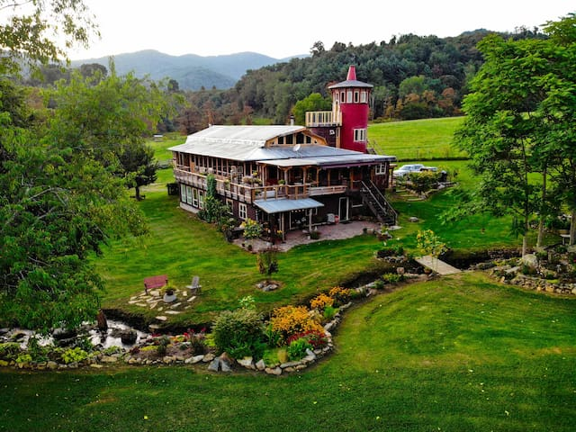 Creekside Bungalow (at Dream Rock Silo)