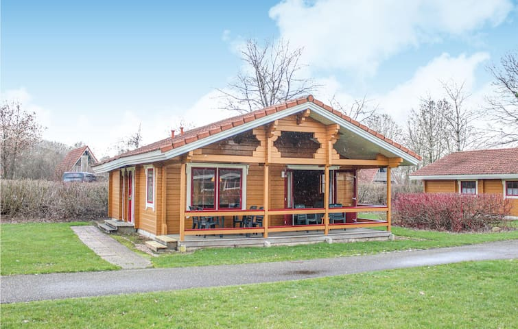 Holiday cottage with 3 bedrooms on 65m² in Gramsbergen